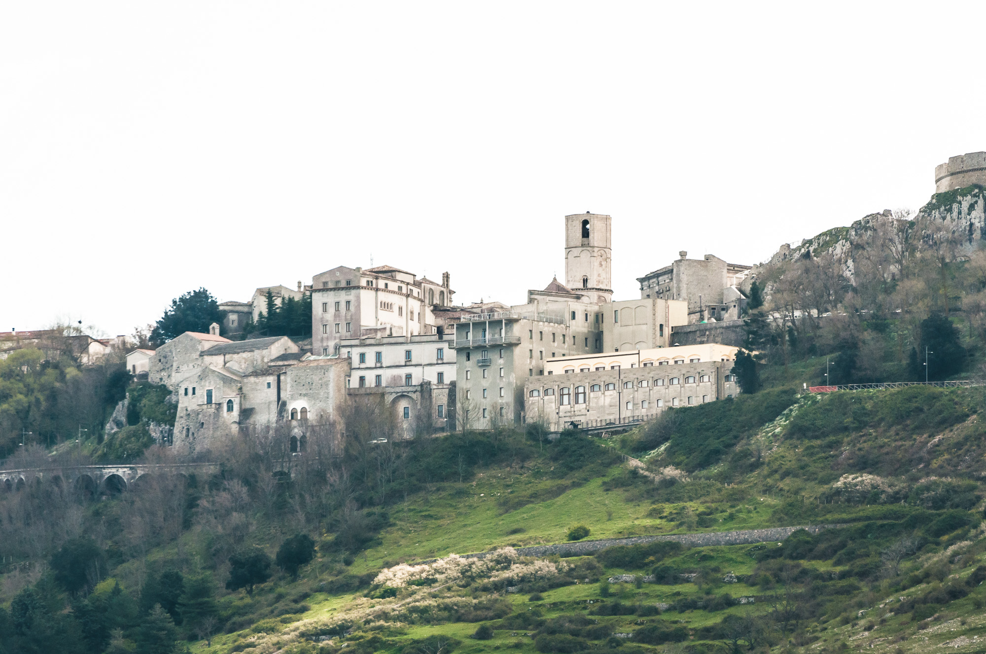 Monte Sant'Angelo - veduta dalla valle di Carbonara